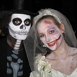 halloween06-wedded-e140032599519